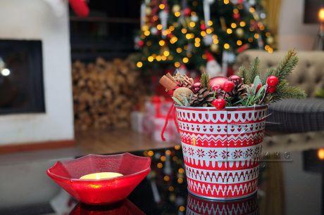 Настольная новогодняя композиция на столы для украшения праздника к Новому году