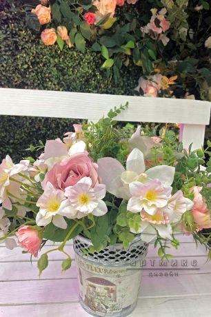 Оформление фотозоны из самшит с плетистой розой, деревом, скамейкой и неоновыми надписями_2