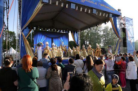Декоративное оформление сцены на День Города Кронштадта