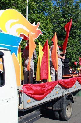 Декорации для праздничного шествия на автомобиль