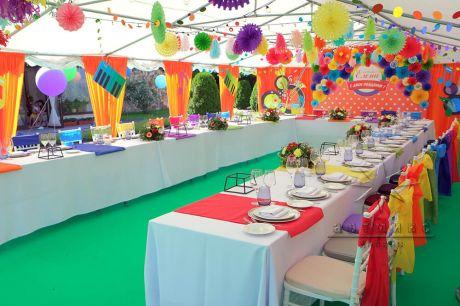 Яркое оформление шатра для праздничного мероприятия