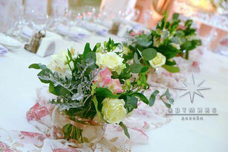 Цветы в оформлении зала