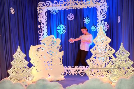 Фотозона Снеговики с ажурной рамой