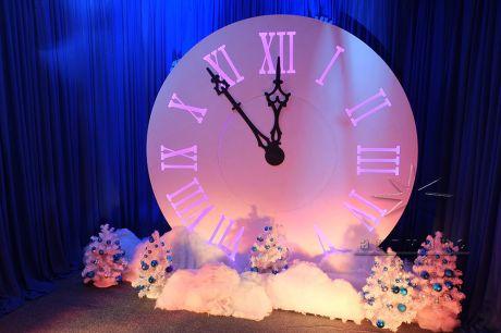 Новогодняя фотозона Часы с курантами