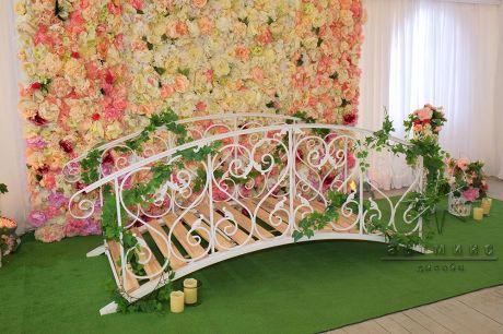 Мостик с цветочным панно Летний сад