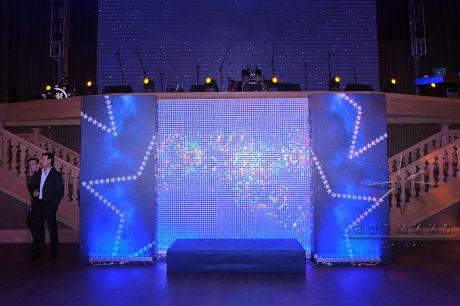 Фотозона из пайеток со звёздными блоками
