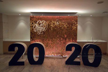 Оформление центрального входа на Новый год