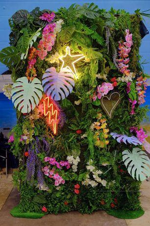 Малая фотозона Гавайи с неоновыми надписями_2