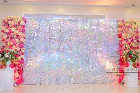 Фотозона Живая стена с яркими цветочными панно