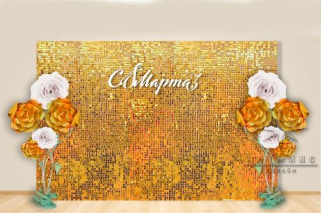 Стена из мерцающих пайеток с большими цветами