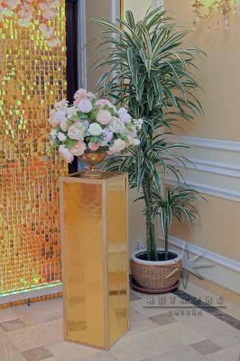 Золотые зеркальные колонны в прокат для организации мероприятий