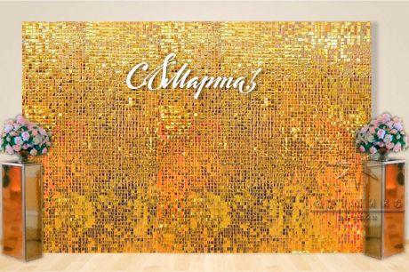 Золотая фотозона Динамические пайетки и с зеркальными колоннами