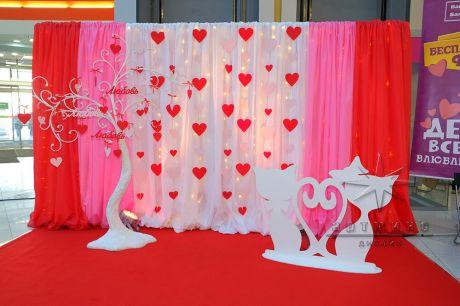 фотозона для влюбленных в торгово--развлекательном центре
