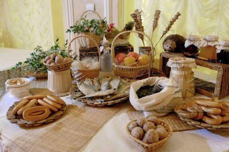 Пряники и сушки станут идеальным угощением на праздничном торжестве в русском народном стиле