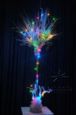 Новогодняя композиция светящиеся веточки в вазе