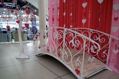 Фотозона Мостик в оформлении Торгового Центра