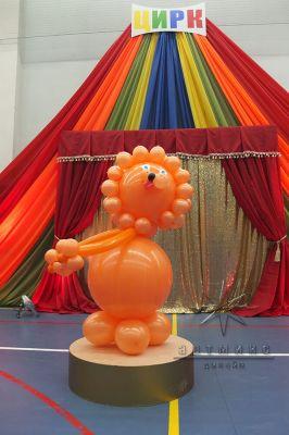 Фигура из шаров - рыжий Лев