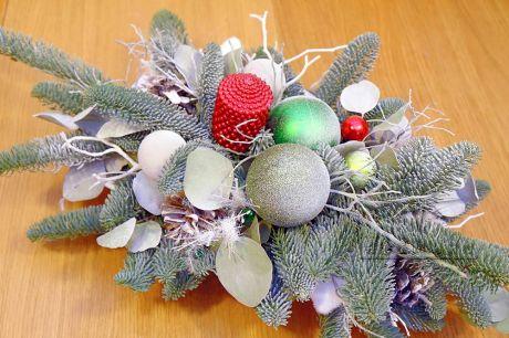 Зимняя флористика в новогодней композиции