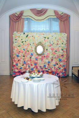 Цветочная стена для юбиляра
