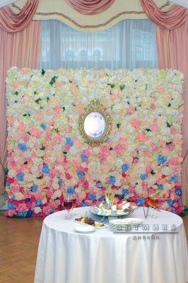 Фолтозона из цветов для праздничного мероприятия