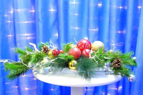 Новогодние композиции на офисный стол, на ресепшен и в другие помещения