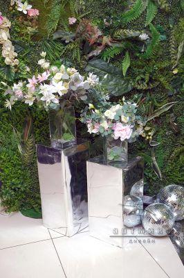 Зеркальные тумбы с цветами