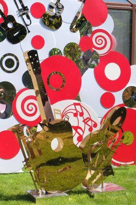 Отдельно стоящие декорации - музыкальные инструменты