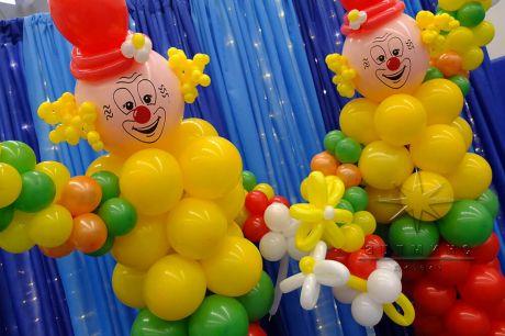 Два клоуна из шаров для тематики Цирк на детское мероприятия