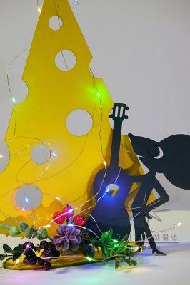 Новогодняя композиция Мышонок с лакомым кусочком сыра