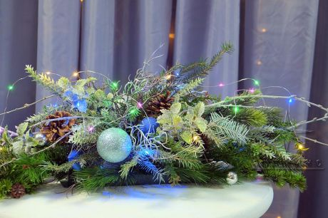 Новогодняя композиция для украшения стола с подсветкой