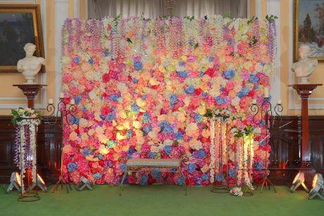 Фотозона из цветов на Международный женский день
