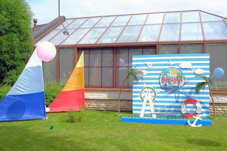 Фотозона в морском стиле для гавайской вечеринки