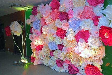 Фотозона из цветов к 8 Марта на 5 этаже Бизнес Центра