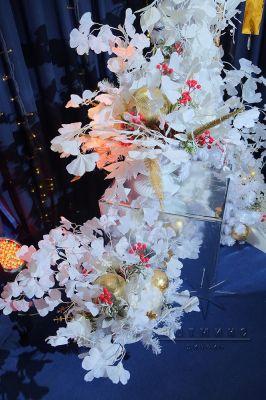 Новогодние композиции на зеркальных колоннах