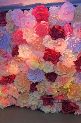 Цветочная фотозона на 8 Марта