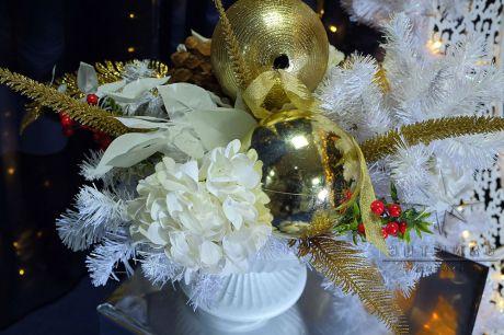 Новогодняя композиция Золото в белом