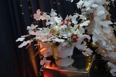 Новогодняя композиция на зеркальной колонне Золото в белом
