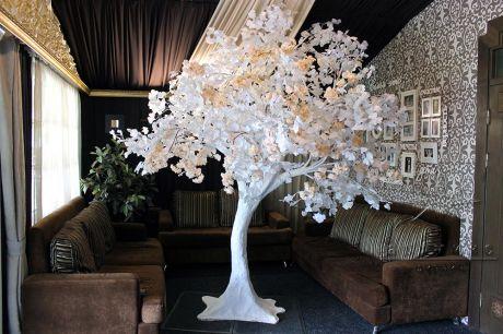 Искусственное дерево с белыми веточками  гинкго