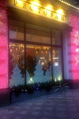 Новогоднее оформление витрин в Московском ресторане