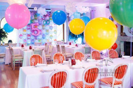 Оформление детского дня рождения воздушными шарами в кафе Пирс
