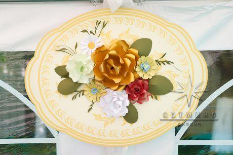 Декоративное панно с объемными цветами  в стиле Жостовской росписи