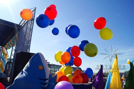 Запуск воздушных шаров в небо
