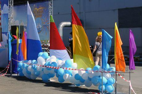 Флаг всегда привлекает внимание, украшает, создает праздничное настроение
