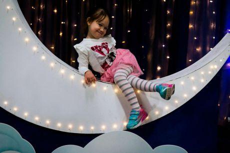 Фотозона Месяц на фестивале Цирк
