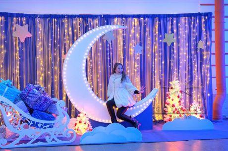 Фотозона Месяц и Сани на Новый год