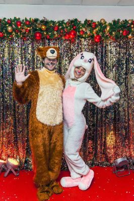 Фотозона Золотые Паетки на фестивале Цирк