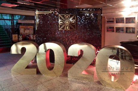 Новогодние декорации Танцующие пайетки