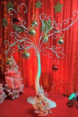 Дерево с новогодним декором