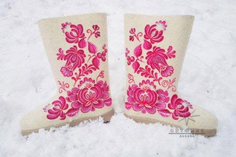 Подарок для подружки к празднику № 3 Гжель. Розовые. Стоимость такой модели 6.500 ₽