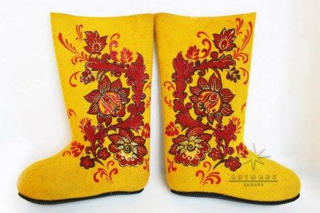 Практичный сувенир к новому году № 8 Хохлома. Желтые. Стоимость такой модели 6.500 ₽